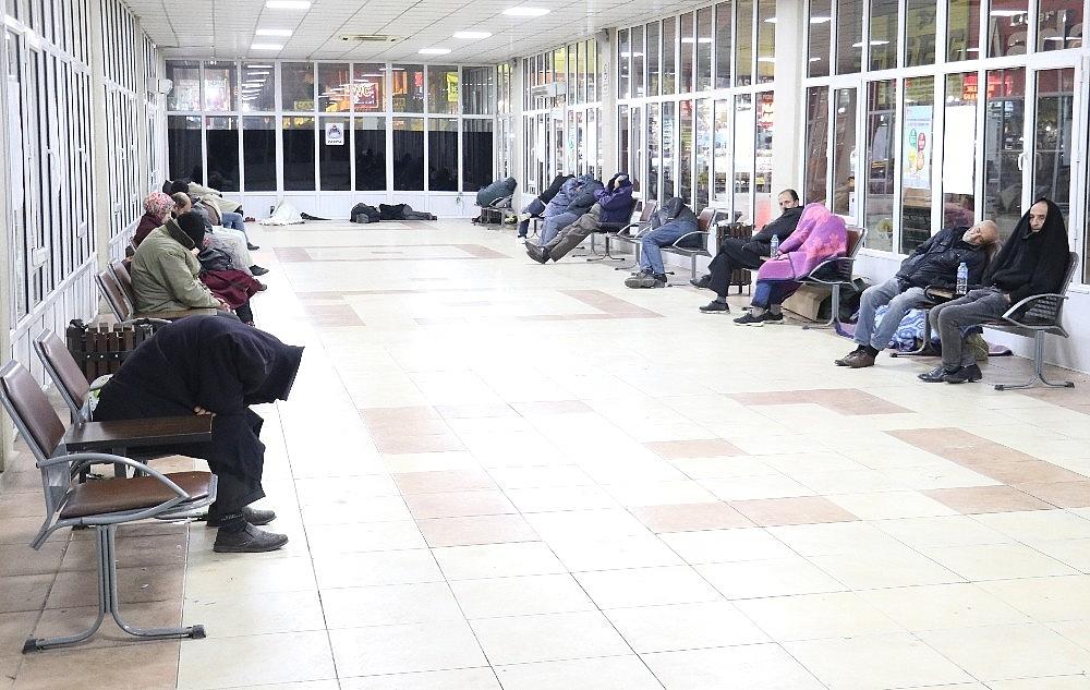 2018/01/evsizler-2018e-banklarda-veya-yerde-yatarak-girdi-20180101AW26-4.jpg