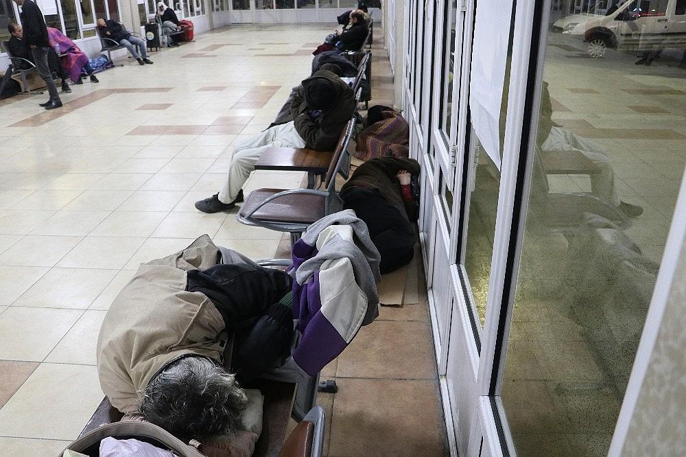 2018/01/evsizler-2018e-banklarda-veya-yerde-yatarak-girdi-20180101AW26-8.jpg