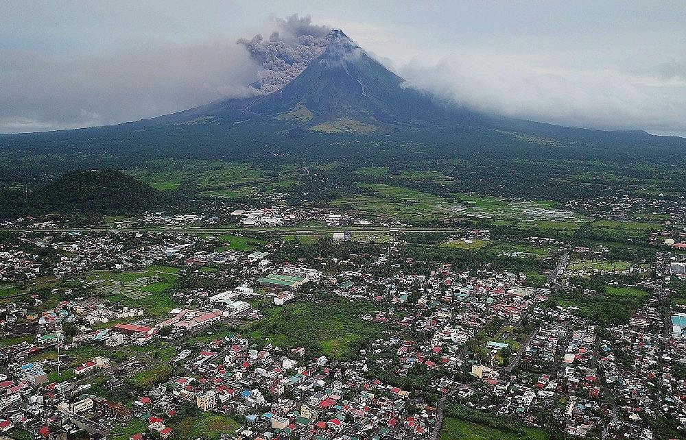 2018/01/filipinler-moyan-yanardagi-cevresini-felaket-bolgesi-ilan-etti-20180116AW28-2.jpg