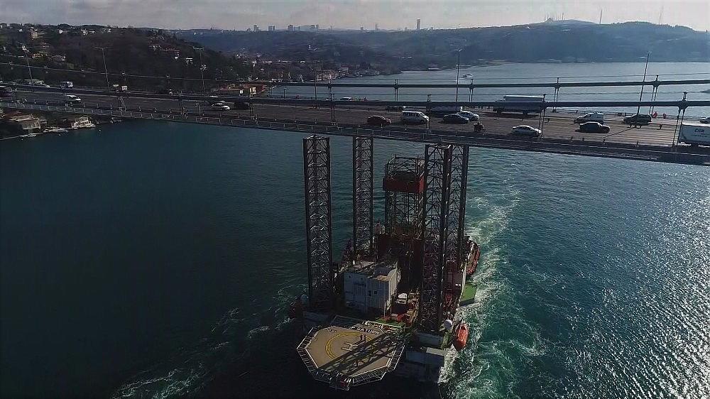 2018/02/dev-platformun-istanbul-bogazindan-gecisi-suruyor-20180205AW29-1.jpg