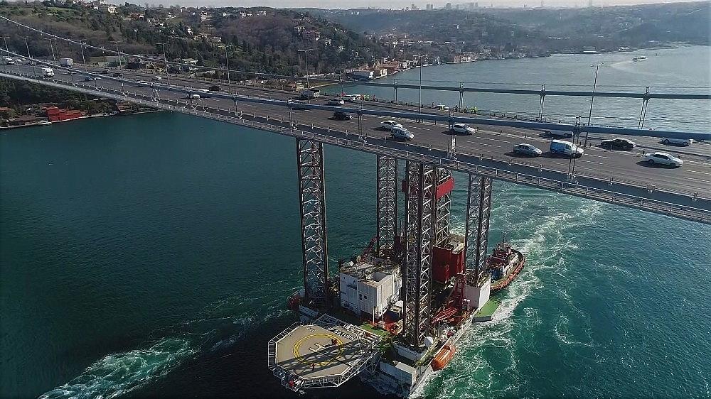 2018/02/dev-platformun-istanbul-bogazindan-gecisi-suruyor-20180205AW29-3.jpg