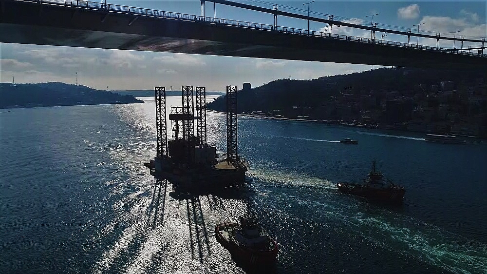 2018/02/dev-platformun-istanbul-bogazindan-gecisi-suruyor-20180205AW29-4.jpg