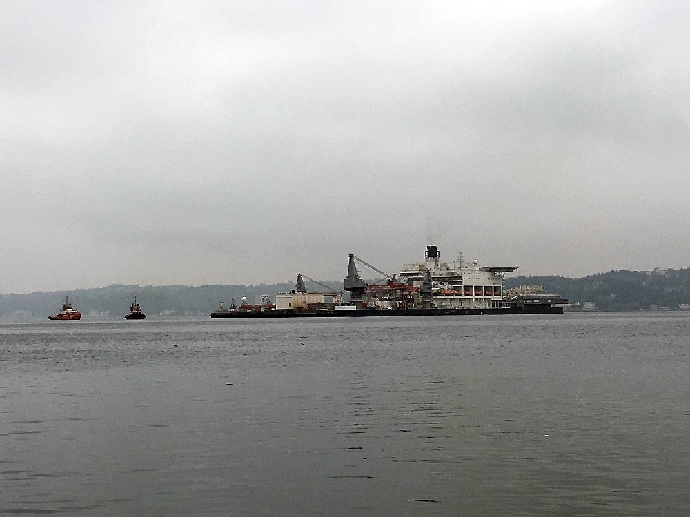 2018/05/dunyanin-en-buyuk-insaat-gemisi-pioneering-spirit-istanbul-bogazindan-geciyor-20180502AW37-2.jpg