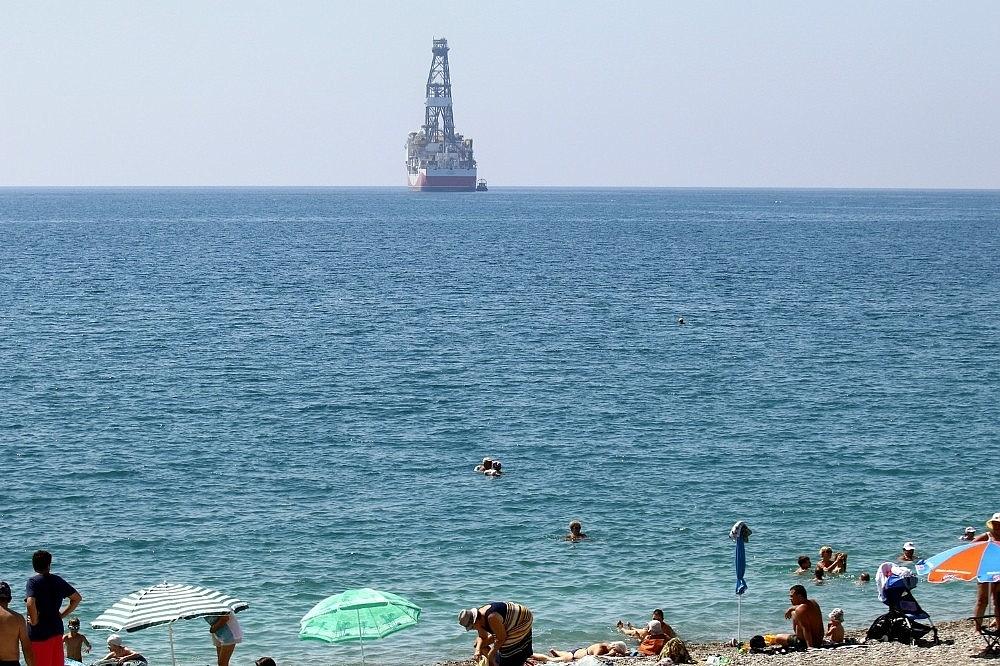 2018/06/turkiyenin-dogalgaz-ve-petrol-arama-gemisi-akdenizde-20180605AW41-3.jpg