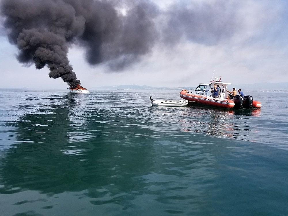 2018/06/yalova-aciklarinda-16-metrelik-tekne-alev-alev-yandi-20180606AW41-1.jpg