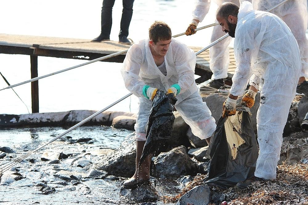 2018/09/denizi-kirleten-fuel-oil-sizintisinin-kaynagiyla-ilgili-flas-gelisme-20180906AW48-3.jpg
