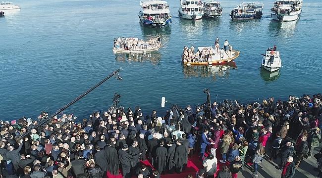 Balat'ta denizden haç çıkarma töreni havadan görüntülendi