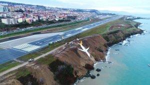 Trabzonlu 'Rambo Halit' pisten çıkan uçağın denize yuvarlanan motorunu çıkartmak için izin istiyor