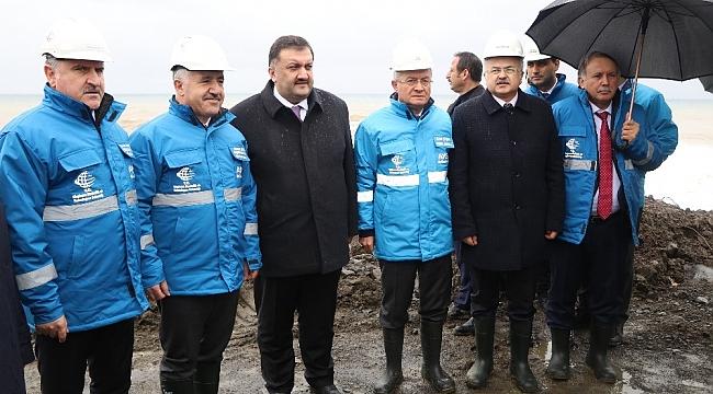 Bakan Arslan Rize-Artvin Havalimanı dolgu sahasında incelemelerde bulundu