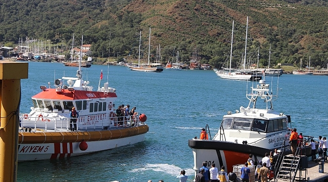 Fethiye'de su alan teknedeki 71 öğrenci kurtarıldı