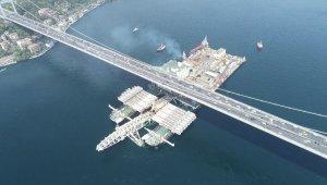 Dünyanın en büyük inşaat gemisi Pioneering Spirit'in İstanbul Boğazı'ndan geçişi havadan görüntülendi