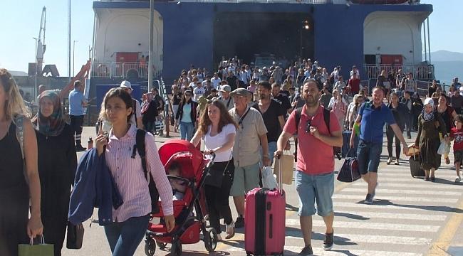 Deniz otobüsü ve feribotlarda bayram yoğunluğu başladı