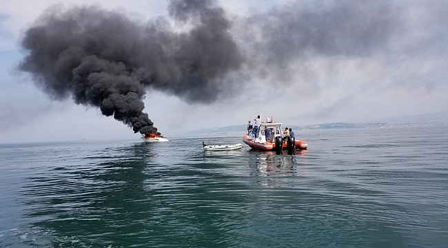 Yalova açıklarında 16 metrelik tekne alev alev yandı