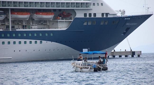 Yolcu gemisinden bin 815 yolcu indi