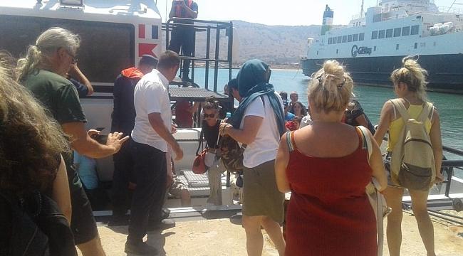 Gökçeada'da karaya oturan feribottan yolcular tahliye edildi