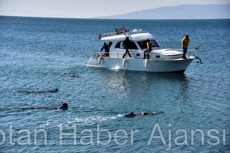 Bodrum'da deniz dibi dalgıçlar tarafından temizlendi