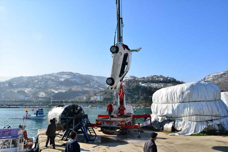 Trabzon'da otomobil denize düştü: 1 ölü, 2 yaralı