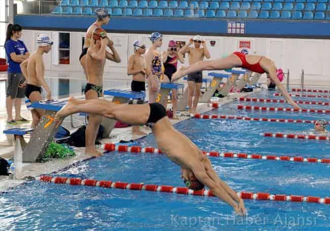 Kayseri'deki yüzücülerin başarı grafiği yükseliyor