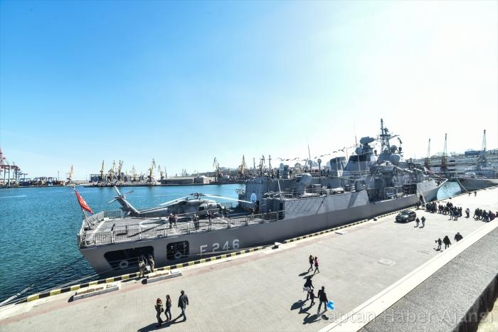 Türk Savaş Gemileri Odessa Limanında