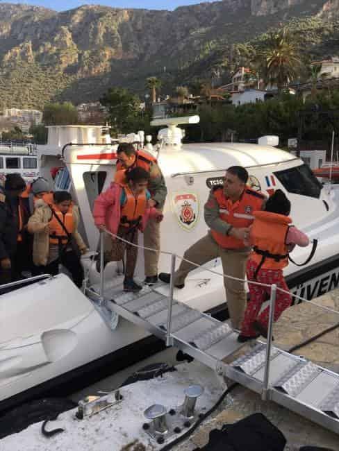 MEİS Adası'na Geçmeye Çalışan 37 Kişi Yakalandı