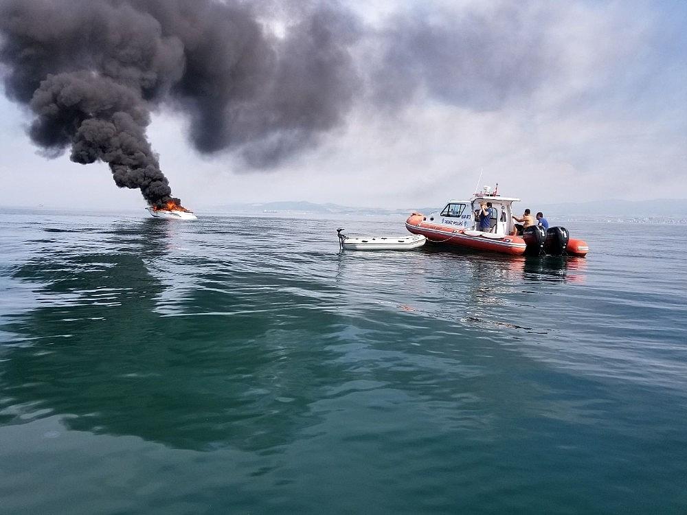 2018/06/batan-teknedeki-2-kisiyi-deniz-polisi-kurtardi-20180606AW41-1.jpg