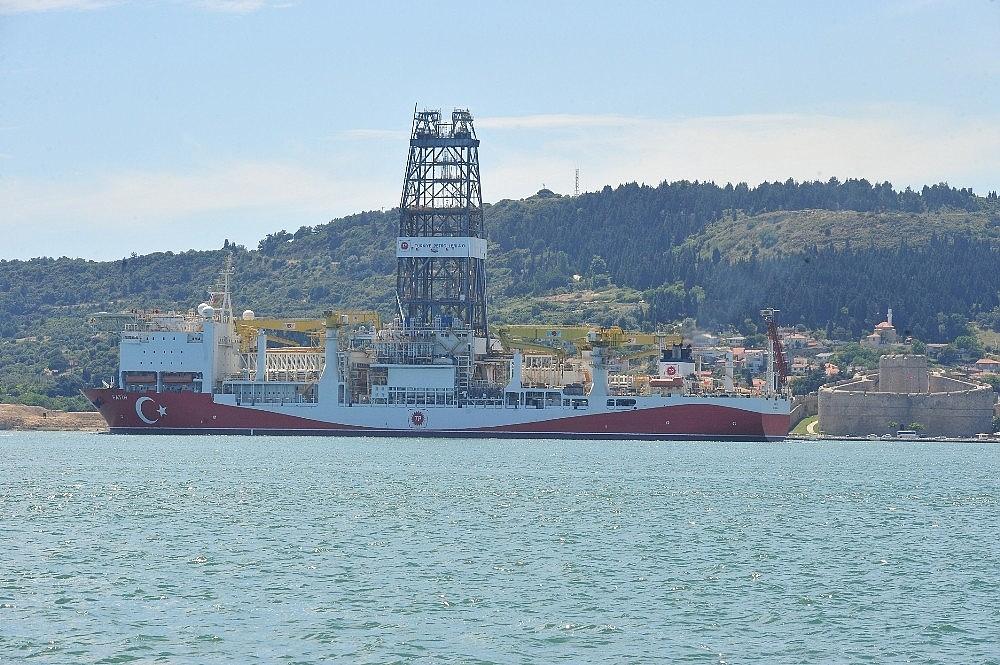 2018/06/turkiyenin-ilk-aktif-sondaj-gemisi-fatih-canakkale-bogazindan-gecti-20180601AW40-7.jpg