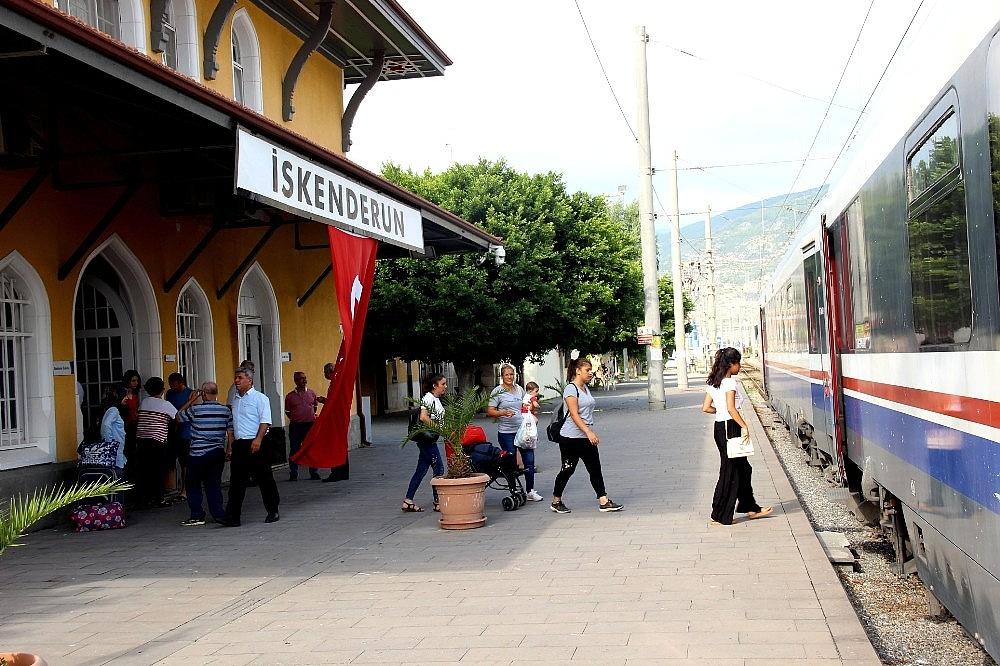 2018/07/103-yillik-tarihi-iskenderun-gari-hizli-treni-bekliyor-20180704AW43-2.jpg