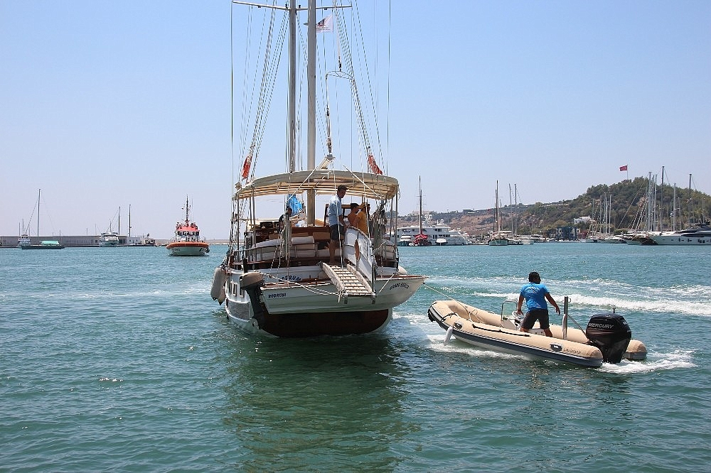 2018/07/deniz-ortasinda-kalan-tur-teknesini-kiyi-emniyeti-kurtardi-20180729AW45-6.jpg