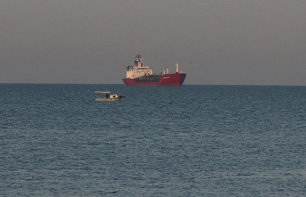 2018/07/sivriada-aciklarinda-kuru-yuk-gemisiyle-carpisan-lpg-tankeri-mt-gammagas-kucukcekmeceye-getirildi-20180705AW43-2.jpg