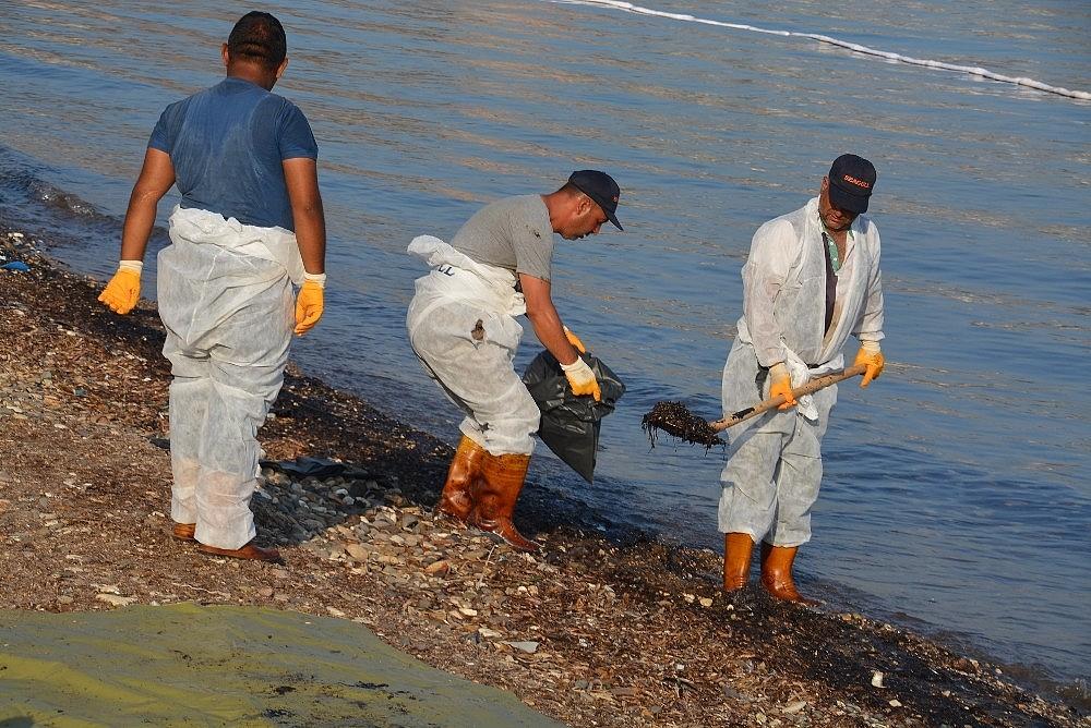 2018/09/denizdeki-petrol-sizintisinin-kaynagini-tubitak-da-arastiriyor-20180905AW48-2.jpg