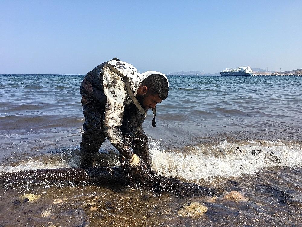 2018/09/focada-denizdeki-akaryakiti-temizleme-calismalari-devam-ediyor-20180903AW48-2.jpg