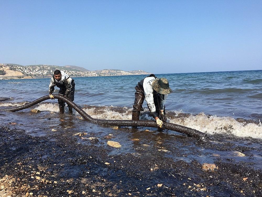 2018/09/focada-denizdeki-akaryakiti-temizleme-calismalari-devam-ediyor-20180903AW48-3.jpg