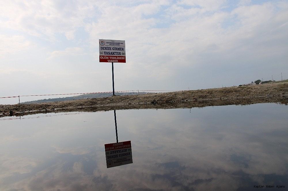 2018/10/kizila-boyanan-bolgede-denize-yaklasmak-ve-girmek-yasaklandi-20181012AW51-3.jpg