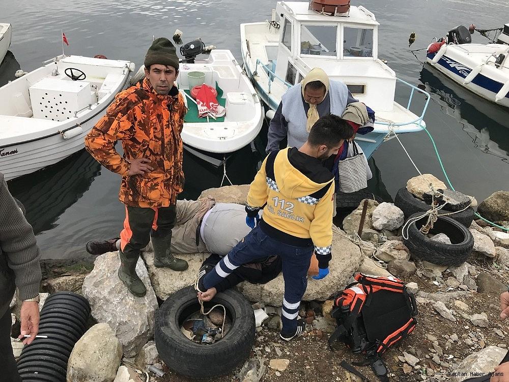 2018/11/tekneyi-baglarken-fenalasan-vatandas-denize-dustu-20181124AW55-1.jpg