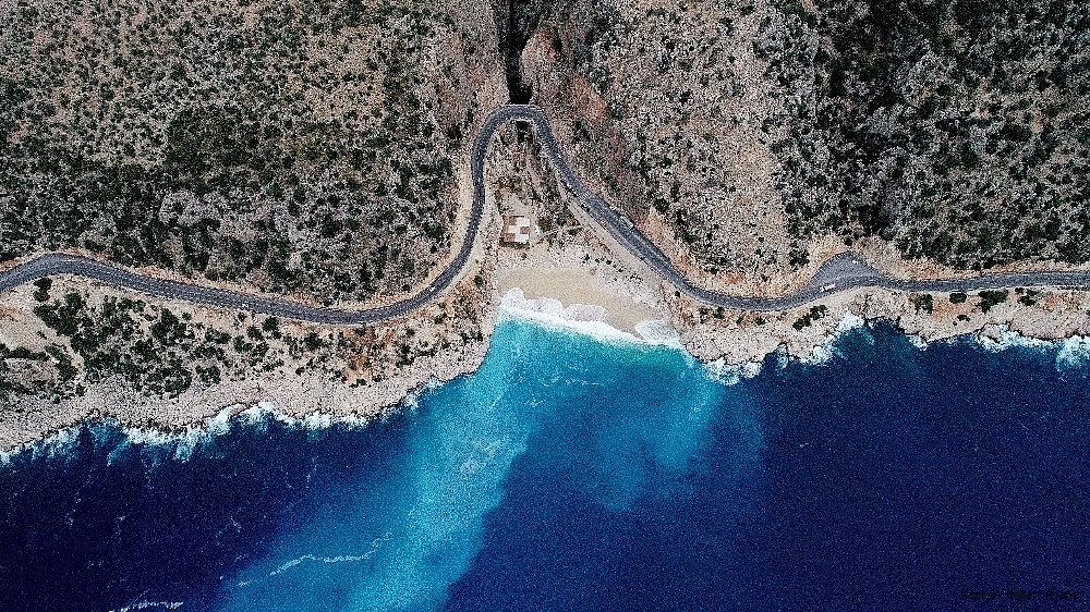2018/11/vadiden-inen-tatli-su-deniz-suyuyla-karisti-renk-turkuaza-dondu-20181129AW55-2.jpg