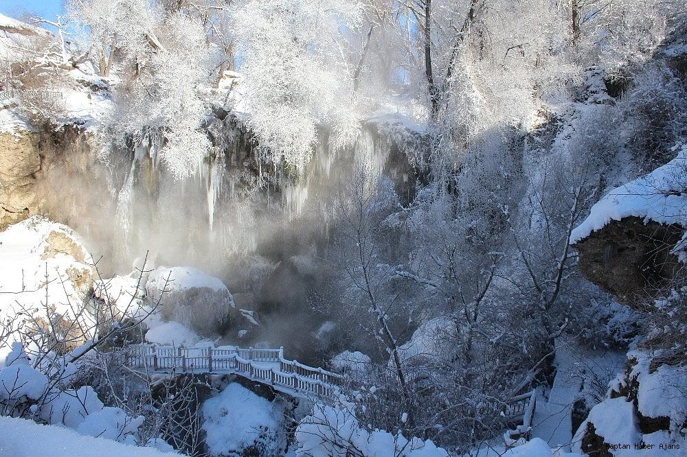 2019/01/buz-tutan-sizir-selalesi-havadan-goruntulendi-20190110AW59-2.jpg