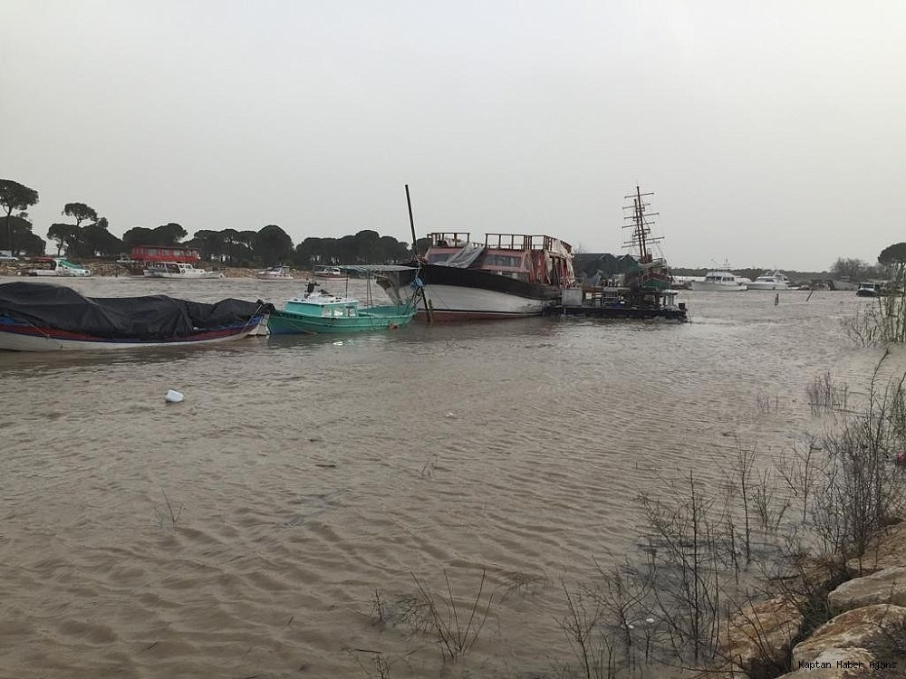 2019/01/firtina-tekneleri-vurdu-tur-teknesi-suruklendi-20190126AW60-1.jpg