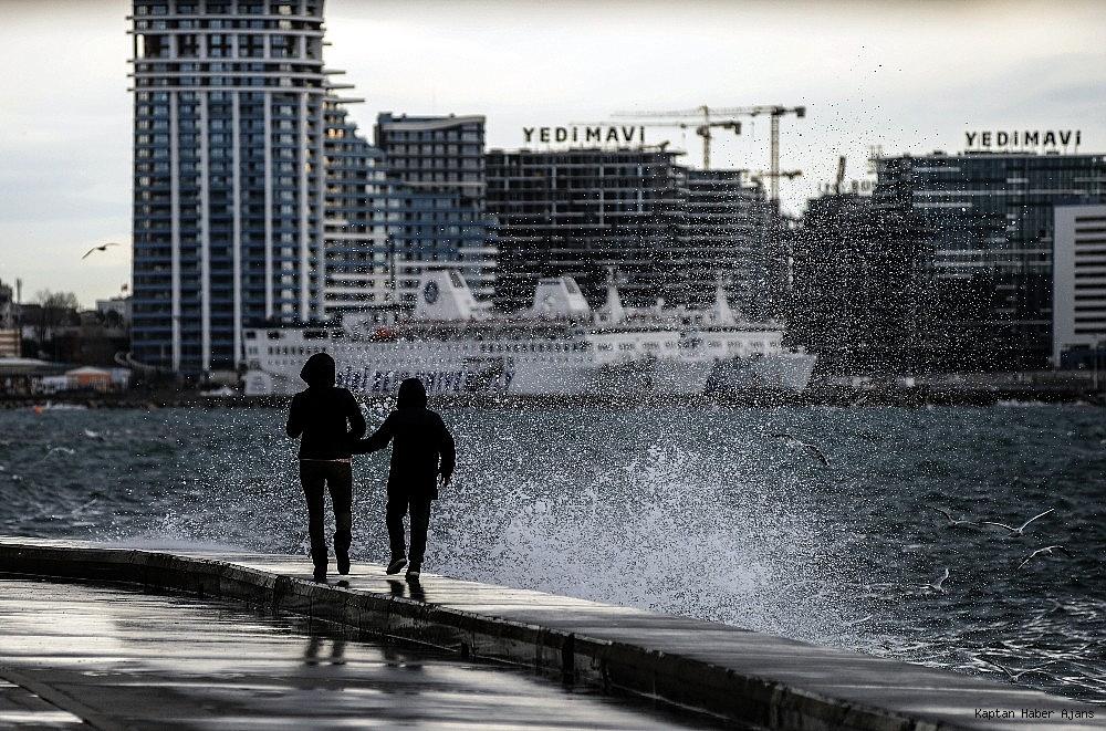 2019/01/istanbulda-lodos-etkili-oluyor-20190111AW59-2.jpg