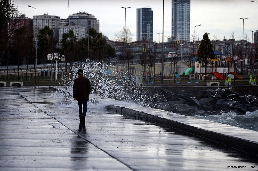 2019/01/istanbulda-lodos-etkili-oluyor-20190111AW59-5.jpg