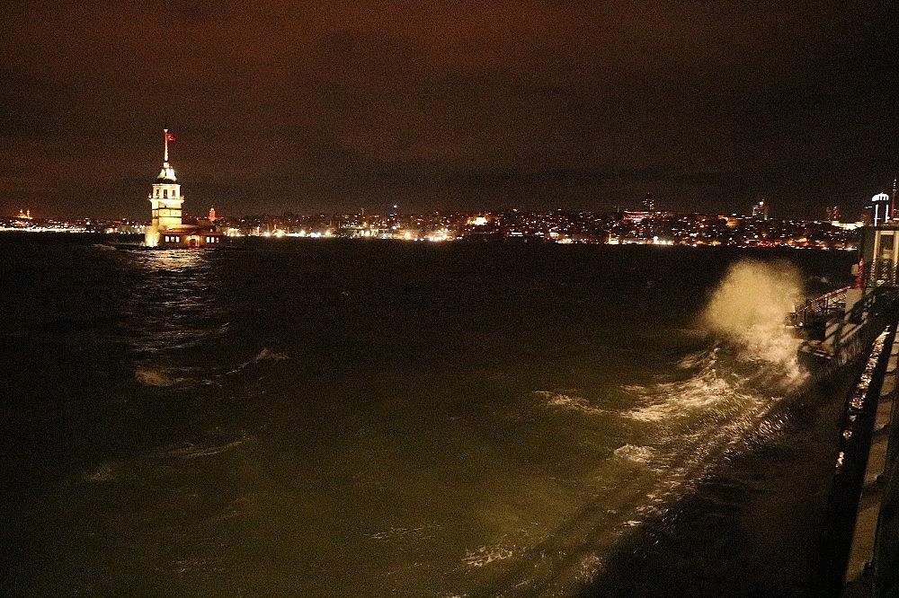 2019/01/istanbulda-lodos-etkili-oluyor-20190111AW59-7.jpg