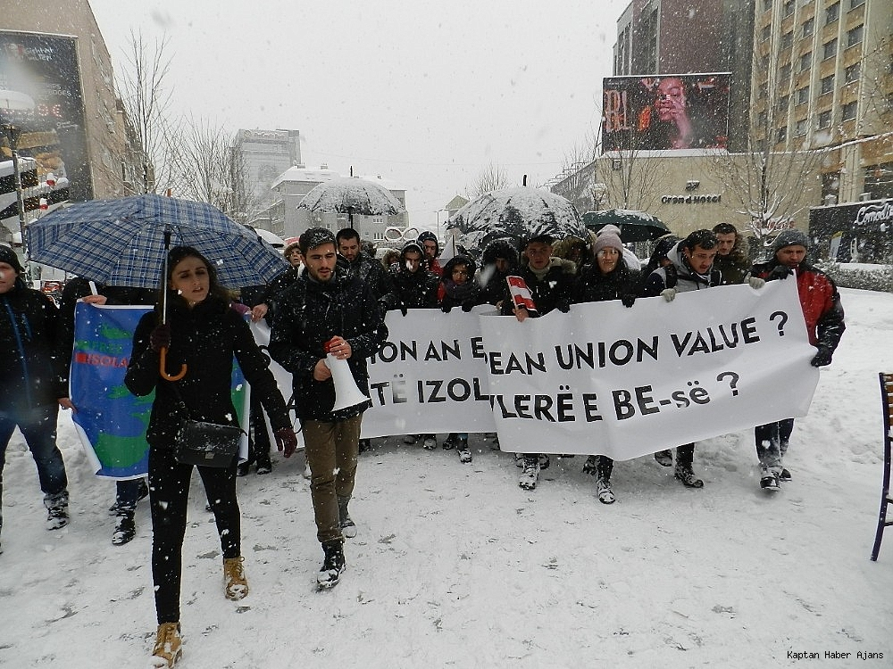 2019/01/kosovalilardan-avrupa-birligine-vize-tepkisi-20190110AW59-1.jpg
