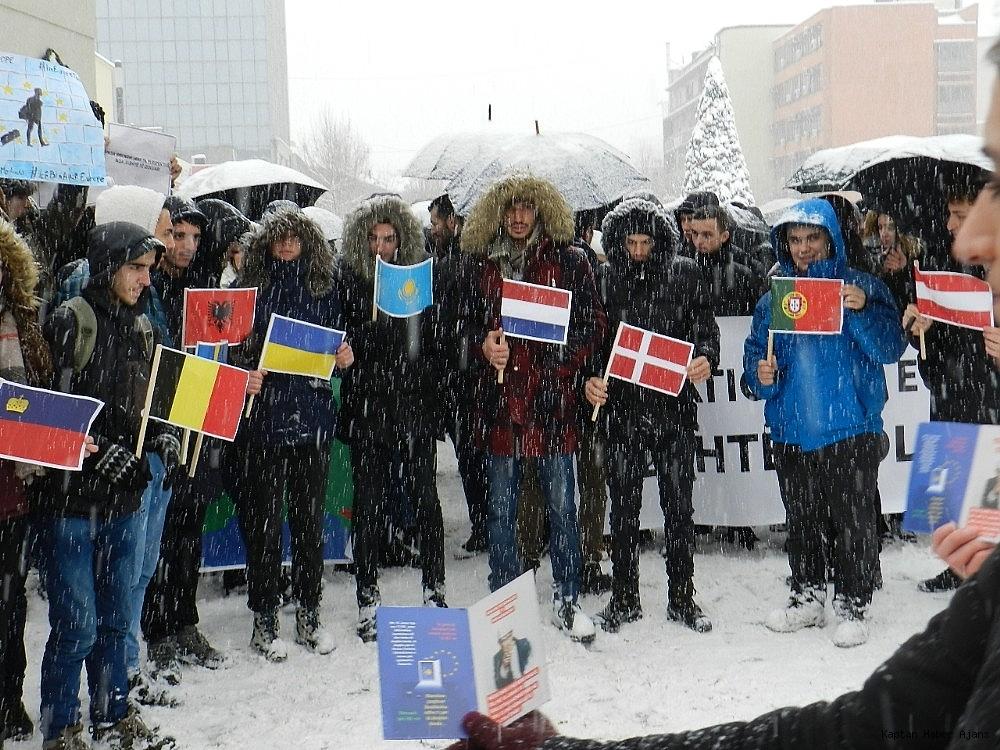2019/01/kosovalilardan-avrupa-birligine-vize-tepkisi-20190110AW59-3.jpg