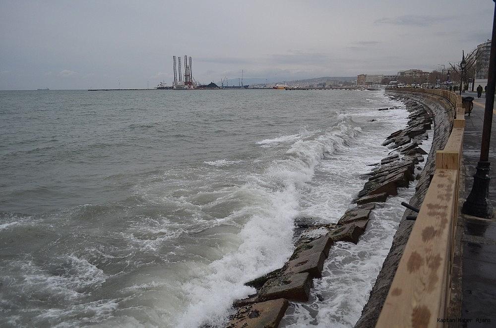 2019/01/marmarada-deniz-ulasimina-firtina-engeli-20190101AW58-1.jpg