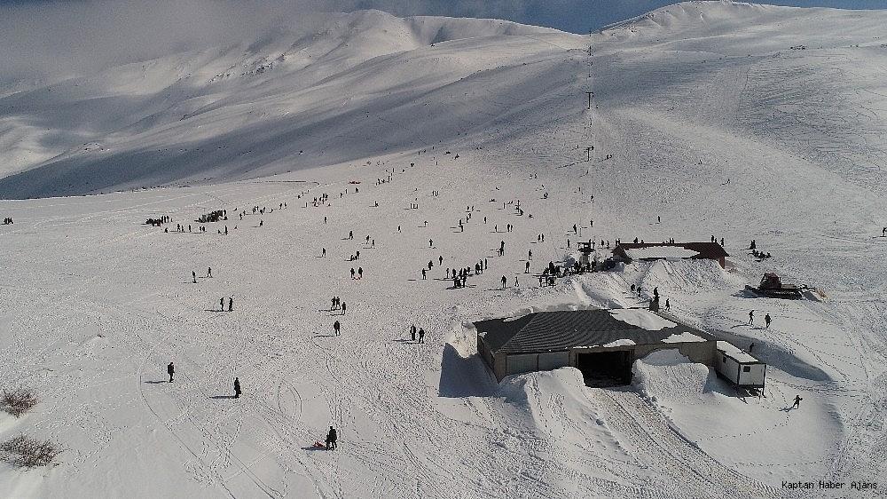 2019/02/gol-manzarali-kayak-merkezinde-hafta-sonu-yogunlugu-20190217AW62-1.jpg