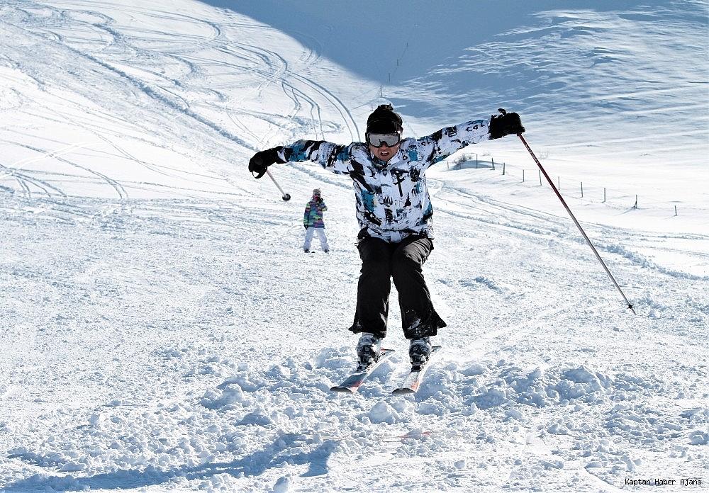 2019/02/gol-manzarali-kayak-merkezinde-hafta-sonu-yogunlugu-20190217AW62-10.jpg