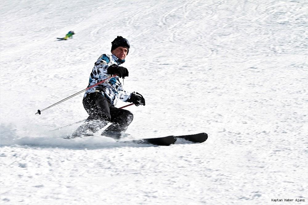2019/02/gol-manzarali-kayak-merkezinde-hafta-sonu-yogunlugu-20190217AW62-3.jpg