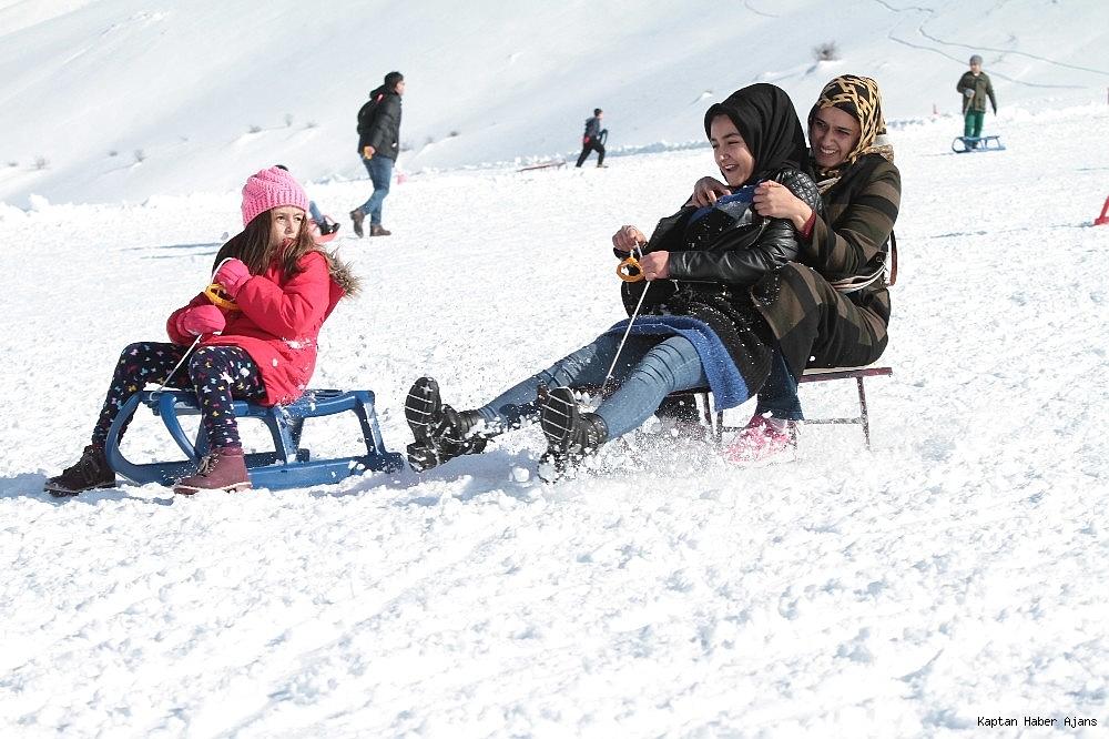 2019/02/gol-manzarali-kayak-merkezinde-hafta-sonu-yogunlugu-20190217AW62-9.jpg