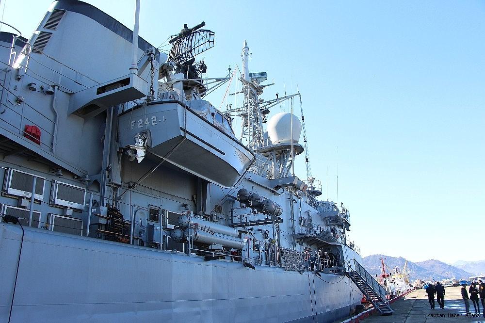 2019/02/trabzonda-kurulan-deniz-ussunun-ilk-askeri-gemisi-demirledi-20190220AW62-10.jpg