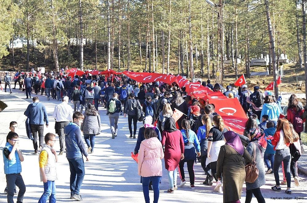 2019/03/canakkale-sehitleri-icin-50-metrelik-turk-bayragi-ile-yuruyus-20190318AW65-6.jpg
