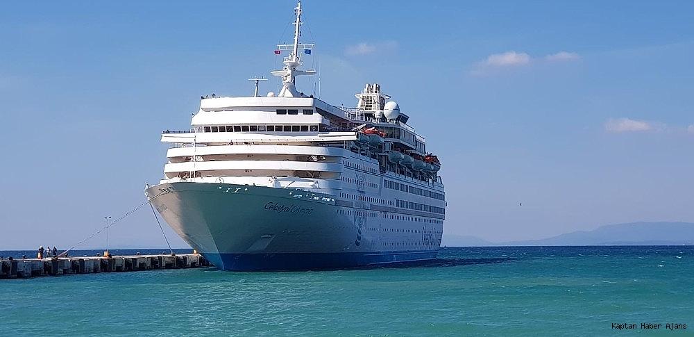 2019/03/kusadasina-sezonun-ikinci-turist-gemisi-geldi-20190316AW65-10.jpg